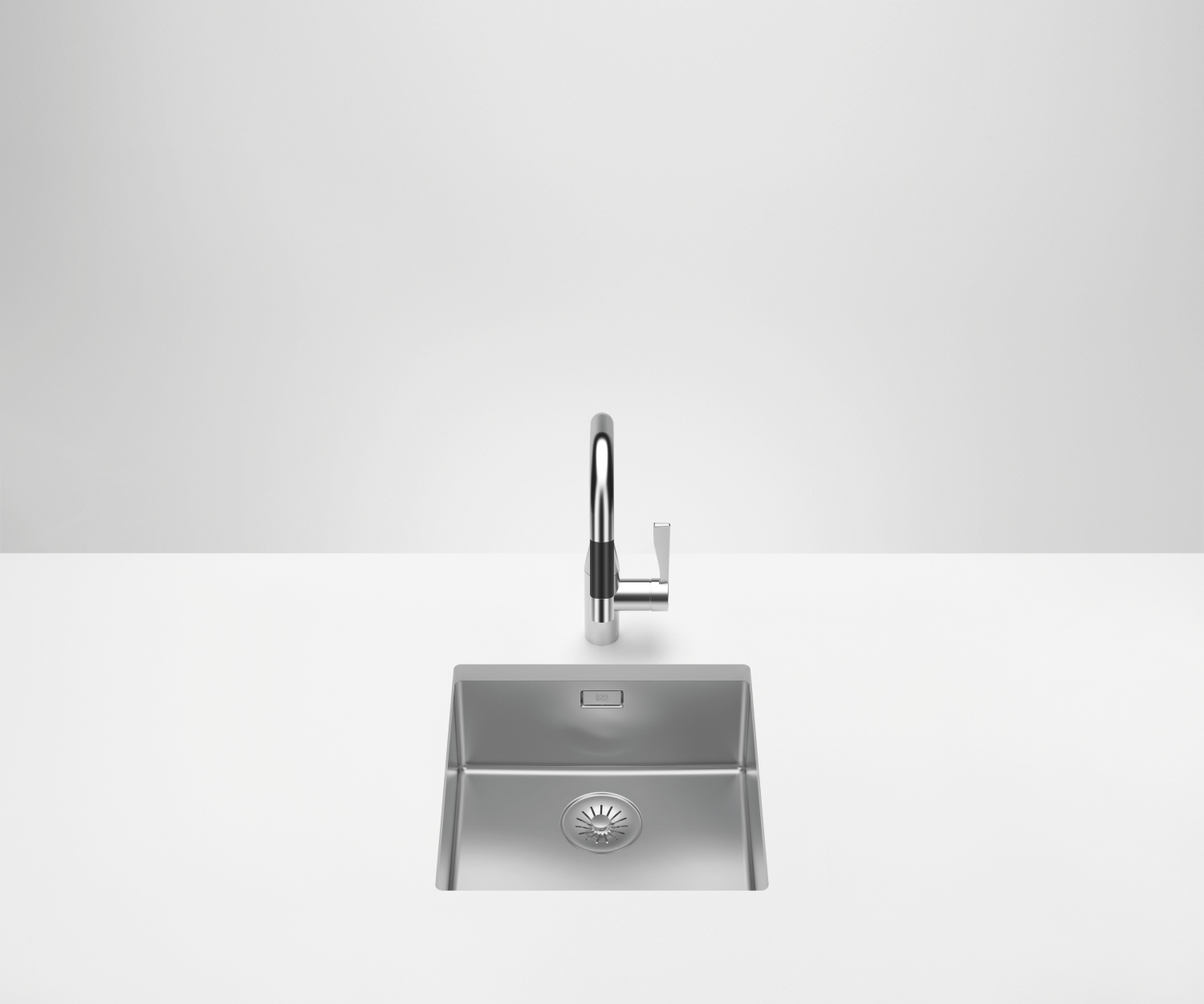 Single bowl sink - polished stainless steel